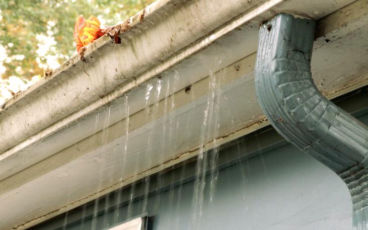 Canalones pluviales atascados
