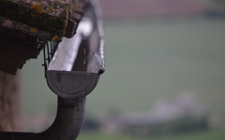 Canalón pluvial con un espesor adecuado para un funcionamiento óptimo