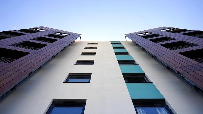 Calcular la distancia de los canalones  a una fachada recta