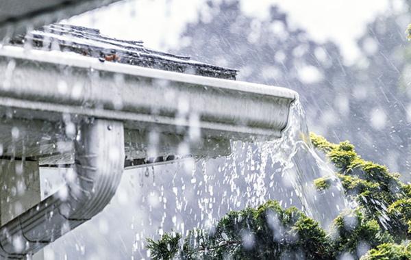 Canalones con fugas de agua